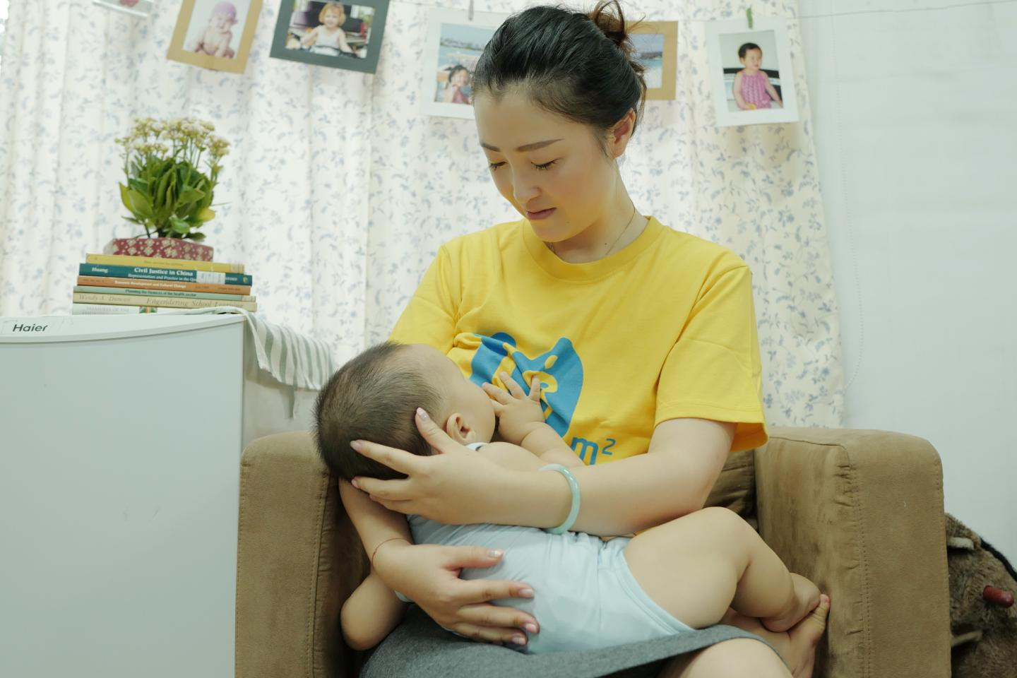 Expert advice from UNICEF about breastfeeding babies for mothers.