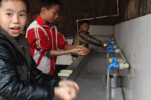 "Children in Baimiao primary school in Zhong County are practicing ""6 steps"" handwashing before school lunch."